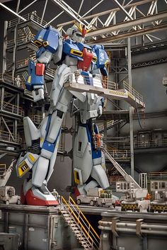 PG 1/60 Zeta Gundam + Strike Gundam - Assembly Plant Diorama Build