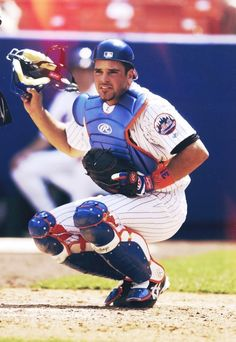 Congratulations to Mike Piazza on his induction into the Mets Hall of Fame! New York Mets Baseball, Ny Mets, Lets Go Mets, Best Baseball Player, Mike Piazza, Mlb The Show, Nationals Baseball, Mlb Teams, National League