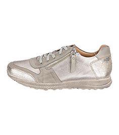 Double You Sneakers in silber metallic aus echtem Leder. Diese Sneakers überzeugen mit der besonders angenehm gepolsterten Decksohle.