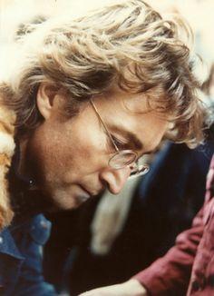 """corallorosso:  'Si potrebbe dire che io sia un sognatore Ma io non sono l'unico Spero che un giorno vi unirete a noi Ed il mondo sarà come un'unica entità'  """"Imagine"""" John Lennon"""