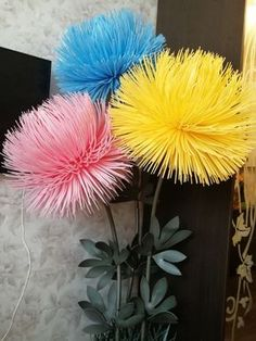 Best 12 44 Creative Home Decor Everyone Should Keep – SkillOfKing. Large Paper Flowers, Tissue Paper Flowers, Paper Flower Backdrop, Giant Paper Flowers, Plastic Flowers, Paper Flowers Diy, Felt Flowers, Handmade Flowers, Flower Crafts