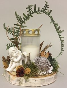 Allerheiligen Gesteck mit unseren beliebten Birkenscheiben Funeral Floral Arrangements, Christmas Arrangements, Christmas Centerpieces, Flower Arrangements, Christmas Decorations, Wedding Table Centerpieces, Flower Centerpieces, Wedding Decorations, Christmas Wreaths