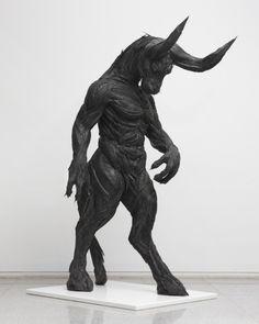 Minotaure - Sculpture en pneus recyclés by L'artiste d'origine coréenne Yong Ho Ji