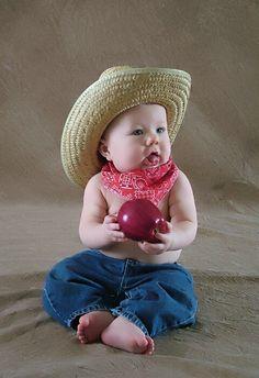Cute little Cowboy Cute Baby Pictures, Cute Photos, Baby Photos, Cute Little Baby, Little Babies, Cute Babies, Meninos Country, Little Cowboy, Cowboy Baby