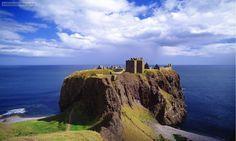 Dunnottar-Castle-near-Stonehaven-in-Aberdeenshire-Scotland.jpg
