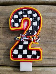Este listado está para una Mickey y los corredores de Roadster inspiraron vela de cumpleaños. Elija su número de vela, el tamaño y la cantidad en el menú desplegable antes de añadirlo a su carrito. Por favor espere 5-7 días laborales antes de que tu vela se envía. Envío tendrá