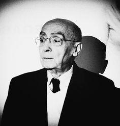 José Saramago: escritor, poeta, periodista, novelista y dramaturgo portugués, ganador del Premio Nobel de Literatura.