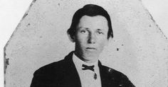 William Henry McCarty - Billy The Kid, little weasel lived here in Wichita for a time before heading on to his destiny. Old Pictures, Old Photos, Vintage Photos, Creepy Pictures, Old West Outlaws, History Taking, Billy The Kids, American Frontier, Le Far West