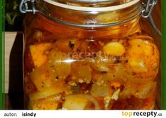 Nakladáná směs pěti sýrů, česneku a sušených rajčat s bylinkami recept…