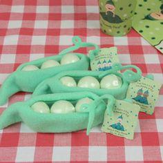 Cute baby shower favor - Peas in a Pod (bath fizzies!)