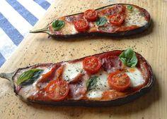 Eggplant Pizza Panninis (Pizza) de berenjena asada Page is in Spanish Healthy Recepies, Healthy Menu, Healthy Eating, Veggie Recipes Sides, Vegetarian Recipes, Fried Eggplant Recipes, Eggplant Pizzas, Mozzarella, Food Inspiration