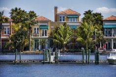 Dana Shores | Waterfront Community in Tampa Close to The Tampa Airport