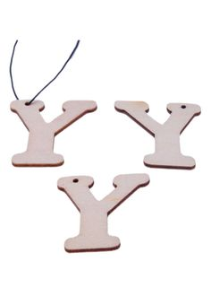 Houten hangers/bedels letter Y ± (oogje ± Alphabet Beads, Letter Beads, Gingerbread Cookies, Hangers, Jewelry Making, Lettering, Gingerbread Cupcakes, Clothes Hanger, Clothes Hangers