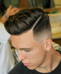 The best collection of New Trend High Fade Haircut Styles, Latest and best High Fade Haircut trends for Mens Hairstyles 2018 Mid Fade Haircut, Fade Haircut Styles, Types Of Fade Haircut, Textured Haircut, Long Hair Styles, Haircut Men, Textured Hairstyles, Men Haircut 2018, Hard Part Haircut