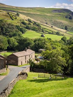 Swaledale is one of the northernmost dales (valleys) in the Yorkshire Dales National Park in northern England. Yorkshire Dales, Yorkshire England, North Yorkshire, Cornwall England, England Countryside, British Countryside, England And Scotland, England Uk, Oxford England