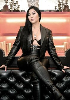 Shiny Leggings, Leggings Are Not Pants, Girls Rules, Leather Fashion, Leather Pants, Leather Outfits, Black Leather, Poses, Dominatrix