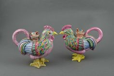 A pair of famille rose cockerels ewers and covers, China, Qing Dynasty, Qianlong Períod (1736-1795)