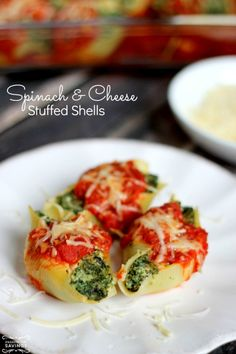 Spinach and Cheese Stuffed Shells - Healthy and delicious! Makes a HUGE batch, great to freeze!