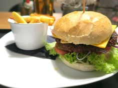 Cheeseburger s hranolkami / Cheeseburger with fries Hamburger, Fries, Ethnic Recipes, Christmas, Food, Xmas, Essen, Navidad, Burgers
