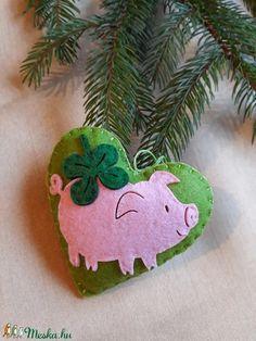 Szerencse  szívecske (gerguca) - Meska.hu Happy New Year, Christmas Ornaments, Holiday Decor, Diy, Home Decor, Sacks, Decoration Home, Bricolage, Room Decor