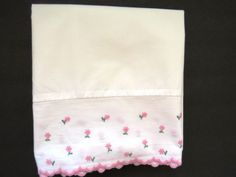 ONE Standard Vintage Embroidered Pink Daisy Pillowcase Pink Scalloped Hem EUC