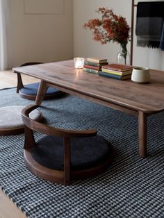 28 Really Clever Transforming Furniture (With Images) - New ideas Japanese Interior Design, Japanese Home Decor, Japanese House, Japanese Dining Table, Japanese Coffee Table, Japanese Living Rooms, Home Furniture, Furniture Design, Tatami Room
