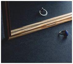 Lapislázuli + alpaca. Piedra de la verdad y la amistad. 🔹Planeta: Júpiter 🔹Beneficios: Gran potencia purificadora. Es curativa y calmante. Muchos la denominan como la piedra de la comunicación, ayuda a clarificar nuestros pensamientos frente al caos. #stones #desing #energia #accesorios #puraenergia #jewelry #piedras #power #diseño #diseno #guadalajara #gdl #mexico #diseñomexicano #joyería #alpaca #lapislazuli #energiahechadiseño