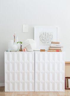 Le petit clin d'oeil du jour, vite fait, en passant : Comment se créer un buffet sympa grâce à deux meubles de cuisine IKEA Metod détournés... Le résultat