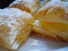 Receta Hojaldres con lemon curd en microondas, para Libita - Petitchef Microwave Recipes, Baking Recipes, Lemond Curd, Peruvian Recipes, Strudel, French Toast, Food And Drink, Pudding, Favorite Recipes