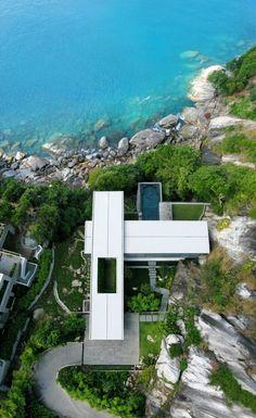 Villa Amanzi è un mix di tecnologia, design e lusso il cui risultato ha dato vita ad una splendida residenza di lusso nell'esclusivo Cape Sol, sulla costa