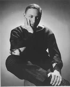 tennessee williams, 1944, george platt lynes. the cat leapt off the hot tin roof & shredded his sweater.