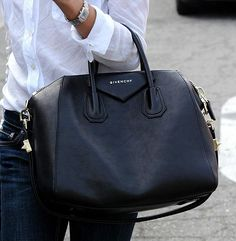 Givenchy Antigona in black calf leather Fashion Mode, Look Fashion, Fashion Bags, Fashion Trends, Ysl, Chloe, Givenchy Antigona, Givenchy Bags, Boston Bag