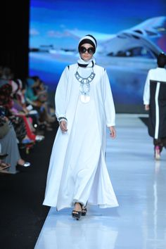 White dress gamis Hannie Hananto for Jakarta Fashion Week 2013-2014 clean,simple and modern