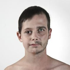 Le créatif Ulric Collette revient avec la seconde partie de sa série de portraits sur les ressemblances génétiques sur les membres de sa famille.