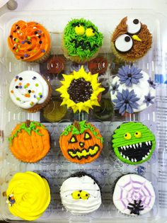 One of my favorite icing projects of all time! Halloween chocolate cupcakes with buttercream icing. Thanks for showing us how Jennifer from MakeitSweet in Austin!