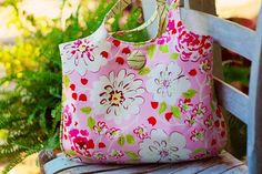 The Daphne Bag  A PDF Sewing Pattern by artsycraftsybabe