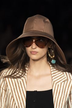 Sep 2019 - Alberta Ferretti Spring 2020 Fashion Show Details. All the fashion runway close-up details, shows, and handbags from the Alberta Ferretti Spring 2020 Fashion Show Details. Fashion 2020, Fashion Show, Milan Fashion, Lanvin, Sunnies, Cristian Dior, Gamine Style, Spring Fashion Outfits, Winter Trends