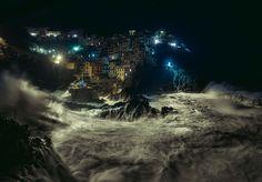 Manarola, Cinque Terre(Sp), 11 gennaio 2016, una mareggiata violenta si abbatte sul paese. Le onde alte 6 metri.