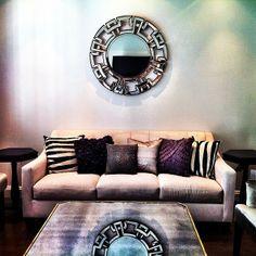 Our Pierre Mirror adds a pop of distinctive flair to @De.co.ra.ção Moxie's living room.