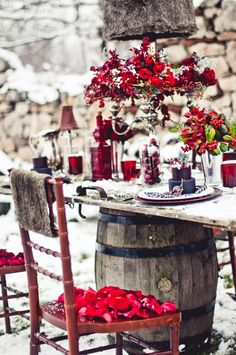 Wedding Decor  Whoever says not to get married in the winter is crazy! What a beautiful winter wedding!
