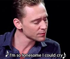 Tom Hiddleston and Rodney Crowell - I'm So Lonesome I Could Cry. Video: http://www.miaopai.com/show/A3sHNTr9bbRUNdLUvjBlZQ__.htm Source: Torrilla, Weibo
