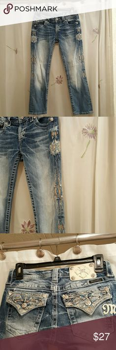 Miss Me capris Is a pair of Miss Me capris in excellent used condition the inseam is 24 inches super cute embroidered detail down the legs and on the back pockets Miss Me Jeans Ankle & Cropped
