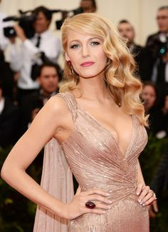 Red carpet hairstyle. Soft glamorous hollywood curls - Blake Lively. Celebrity hairstyle. Met Gala 2014