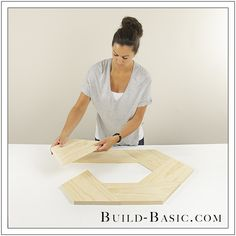 """I love projects that """"look"""" complicated, but are secretly easy. Take this round mirror frame made from just ONE board! Woodworking Tutorials, Woodworking Basics, Woodworking Patterns, Woodworking Furniture, Woodworking Plans, Diy Vegetable Storage Bin, Furniture Projects, Wood Projects, Diy Furniture"""