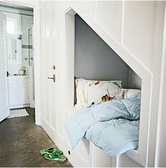 Instead of freestanding bunk beds, try built-ins. They nearly double the available square footage in bedrooms, leaving enough space for an additional reading nook for adults or a play area for kids. Bed Nook, Cozy Nook, Alcove Bed, Cosy Bed, Bedroom Nook, Bunk Beds Built In, Kids Bunk Beds, Small Apartments, Small Spaces