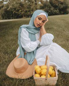 Hijab Fashion Summer, Modest Fashion Hijab, Modern Hijab Fashion, Street Hijab Fashion, Casual Hijab Outfit, Hijab Fashion Inspiration, Modesty Fashion, Muslim Fashion, Mode Inspiration