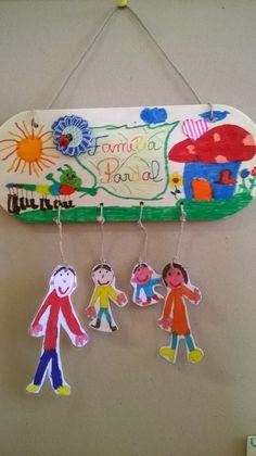 """Presentes para a Família: """"A Família, meu tesouro""""  presentes deste ano para assinalar o dia da família                                   ... Kids Crafts, Projects For Kids, Preschool Activities, Diy For Kids, Diy And Crafts, Arts And Crafts, Family Theme, Family Day, Cardboard Box Diy"""