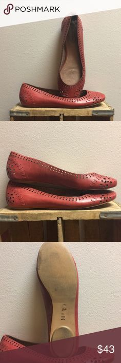 Corso Como Red Ballet Flats These Cormo Como ballet flats are sure to keep your feet looking great and feeling incredible all day long. Size 8.5 runs true to size. Corso Como Shoes Flats & Loafers