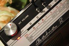 Radio anni '70 Phonola Bahia 2, in pelle funzionante Misure 27x16 cm h. 11 cm AM- FM 3 WATT MUSIKAL, 1,5 W  RMS