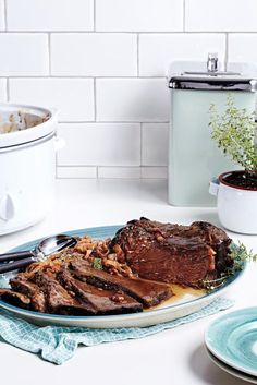 Slow Cooker Carbonnade Beef Pot Roast - 29 cozy recipes to get you excited about cold winter evenings Butter Chicken Slow Cooker, Slow Cooker Roast Beef, Beef Pot Roast, Slow Cooker Tacos, Pot Roast Recipes, Meat Recipes, Slow Cooker Recipes, Crockpot Recipes, Cooking Recipes